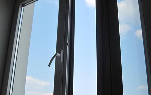 В Умані 11-річна дівчинка викинулася з вікна