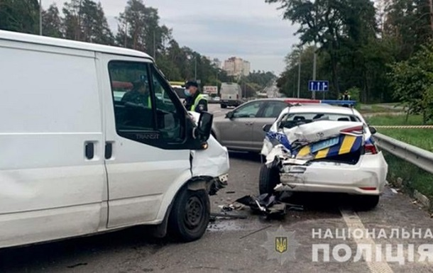 У Києві сталася ДТП за участю поліцейського автомобіля