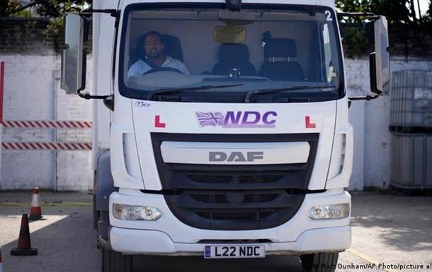 Великобританія екстрено видасть 5 тисяч робочих віз водіям вантажівок