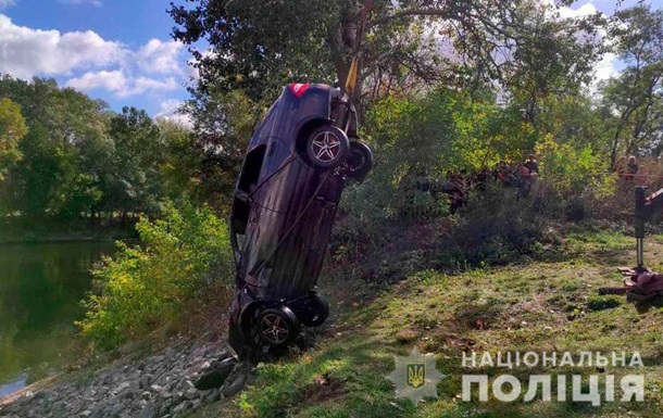На Полтавщине легковушка слетела в реку: трое погибших