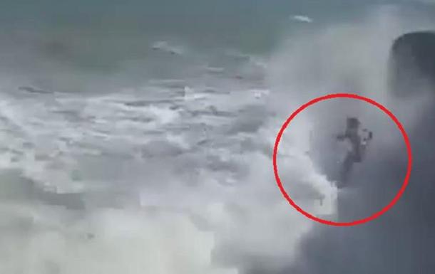 В Іспанії зняли на відео загибель екстремалів. 18+