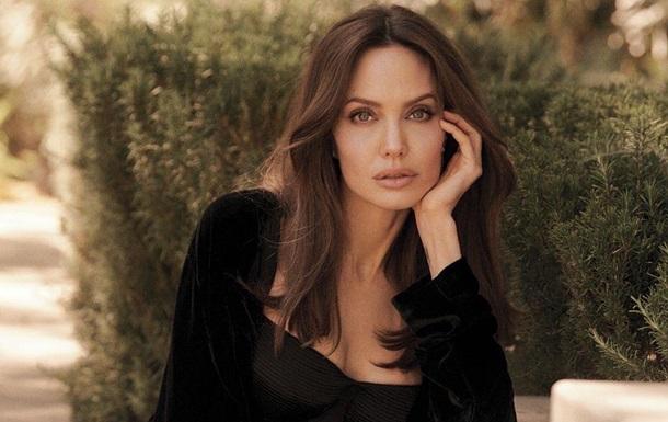 Папараці сфотографували Анджеліну Джолі з відомим співаком