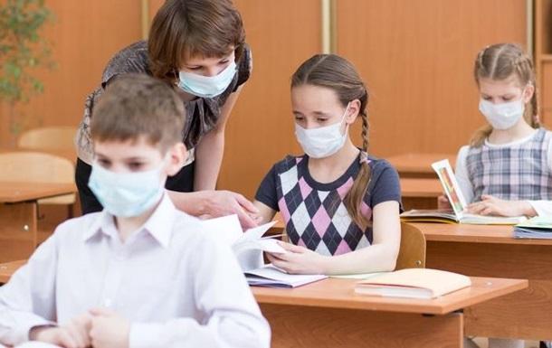 Одеситка заявила, що в дитини болить голова через вакцинацію вчителя