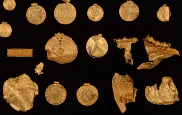Датчанин купив металошукач і знайшов давній скарб
