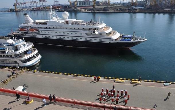 Круїзний лайнер зустрічали в Одесі з оркестром