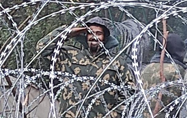 Білорусь видає нелегалам військову форму – польська прикордонна служба