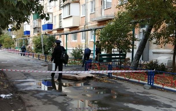 У Росії вночі трьох дівчат зарубали сокирою та підпалили будинок