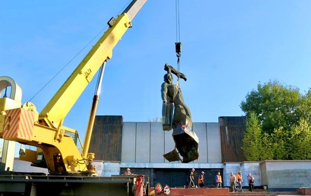 На Прикарпатті демонтували пам ятник радянським воїнам