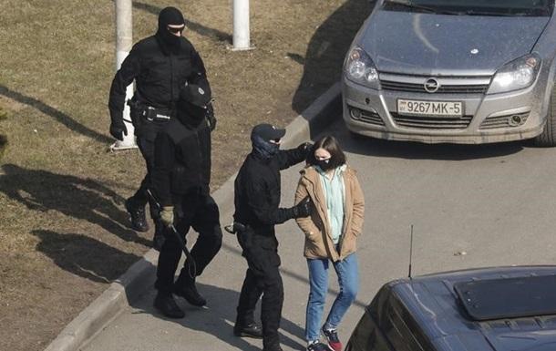 У Білорусі затримали десятки людей за коментарі про вбивство силовика