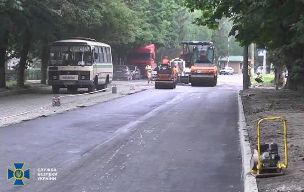 На строительстве дорог в двух областях Украины выявили хищения
