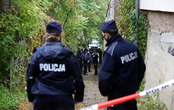 У Польщі мати задушила трьох своїх дітей