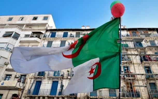 Посол Алжиру у Франції відкликаний на батьківщину