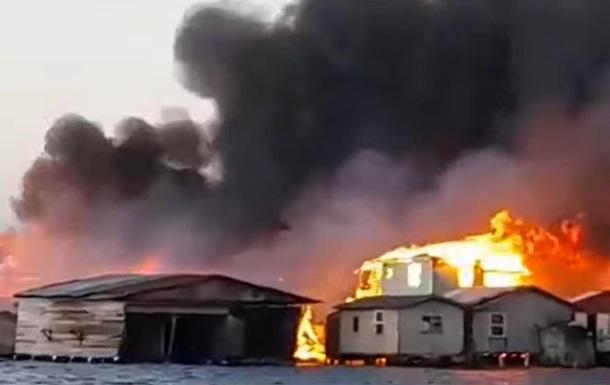 На Карибах масштабный пожар уничтожил более 200 зданий