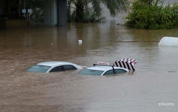 В Омане жертвами мощного циклона стали 13 человек