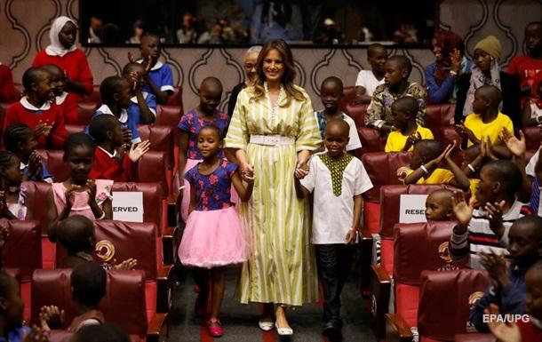 Мелания Трамп планировала дарить африканским детям зеркала
