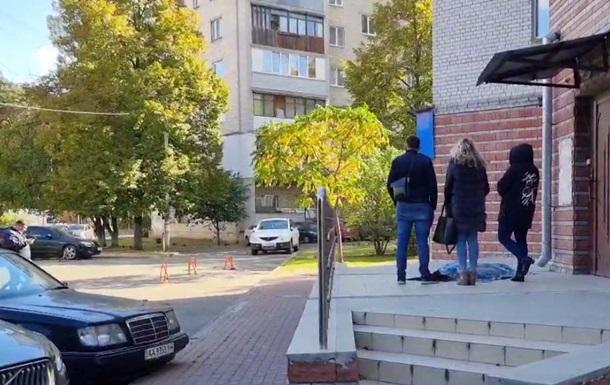 У Києві школярка викинулася з 10-го поверху