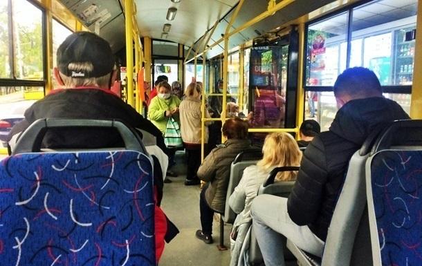 В Мелитополе ввели COVID-ограничения для общественного транспорта