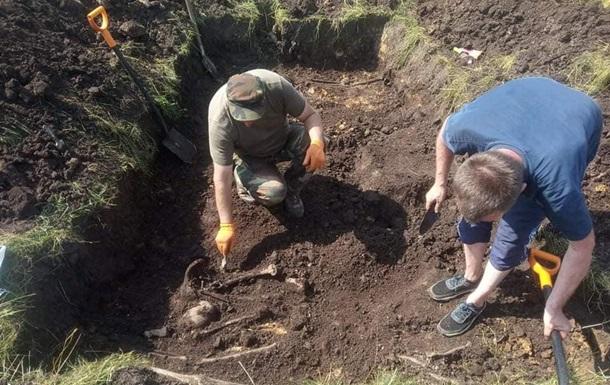 На Львовщине обнаружили братскую могилу воинов УПА