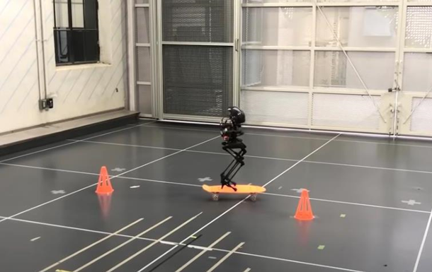 В США создали двуногого летающего робота-дрона