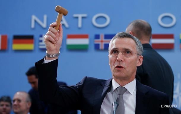 Столтенбрег: AUKUS не має розколоти НАТО