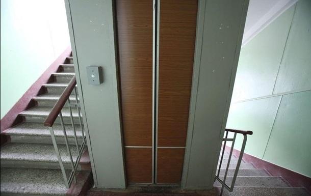 У Києві чоловік зґвалтував у ліфті двох дітей