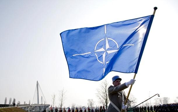 `Зловредная активность`. НАТО сокращает миссию РФ