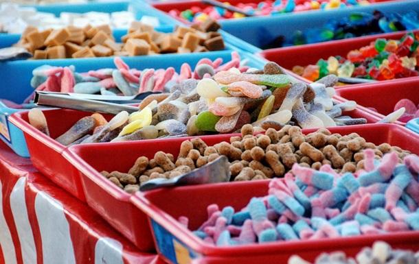 Житель Дніпра купив солодощі з черв яками