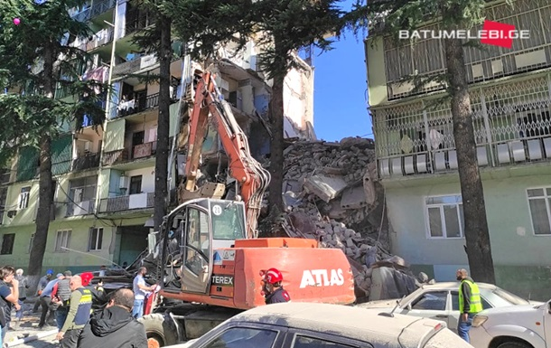 В Грузии обрушилась часть жилого дома