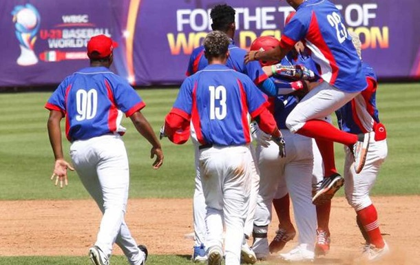 12 кубинських бейсболістів втекли в США