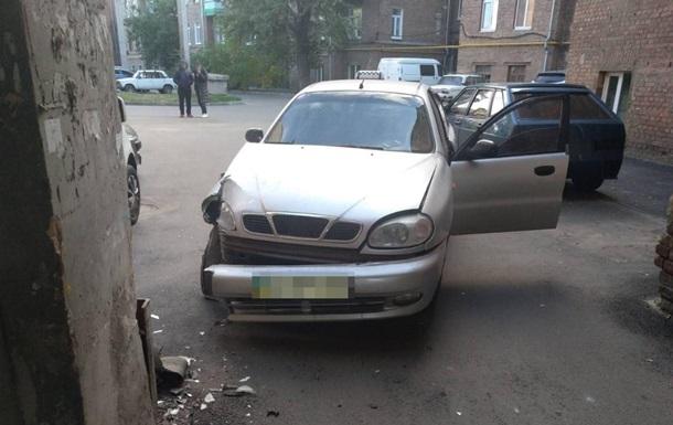 В Харькове таксист умер за рулем: легковушка протаранила здание