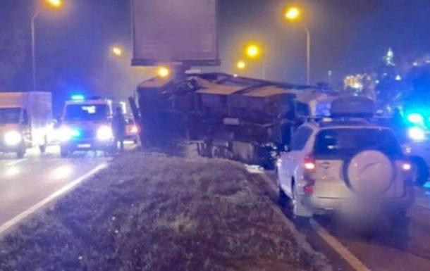 В Киеве маршрутка с пассажирами влетела в столб, погибли люди - «Украина»