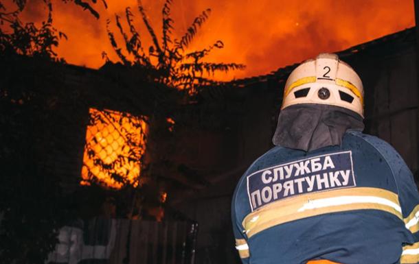 В Днепре горит жилой дом