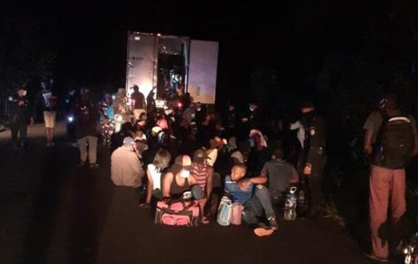 Поліція Гватемали врятувала 126 мігрантів з кинутої вантажівки