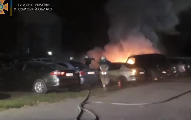 В Сумах горела стоянка, пострадали семь машин