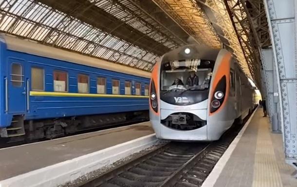 Укрзалізниця відновила сполучення з Польщею