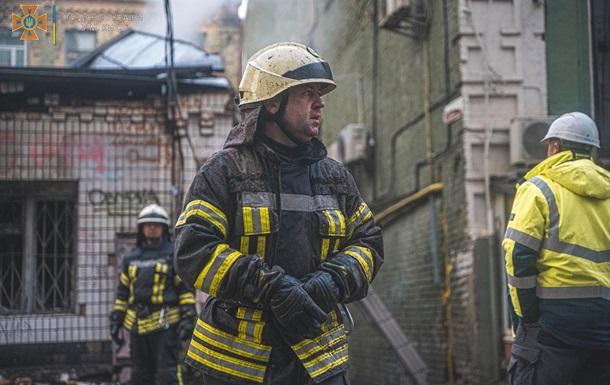 В Киеве при пожаре в многоэтажке эвакуировали шесть человек