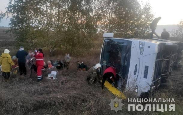 На Полтавщині перекинувся пасажирський автобус, 10 постраждалих