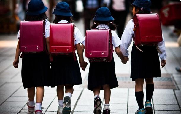 В Японии грузовик въехал в группу школьников - СМИ