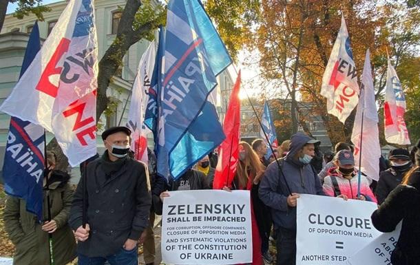 В Киеве протестуют сотрудники закрытых телеканалов