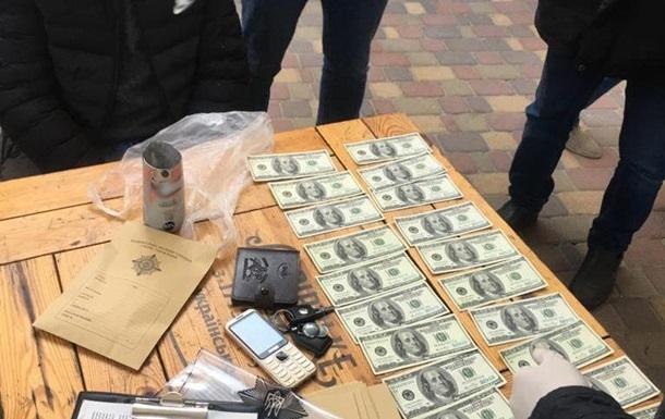 У Києві затримали торговців фальшивою валютою