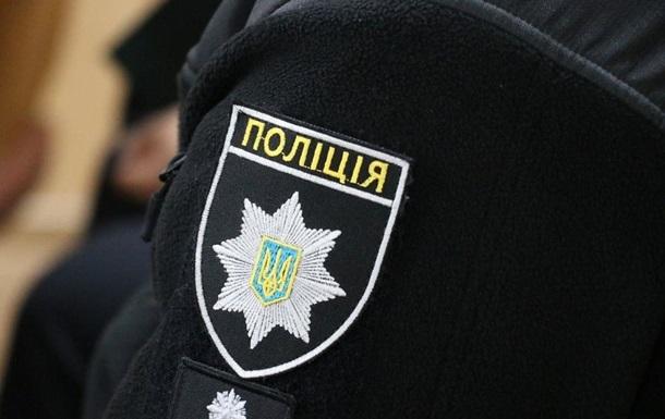 Під Києвом на поліцейських напали з вилами