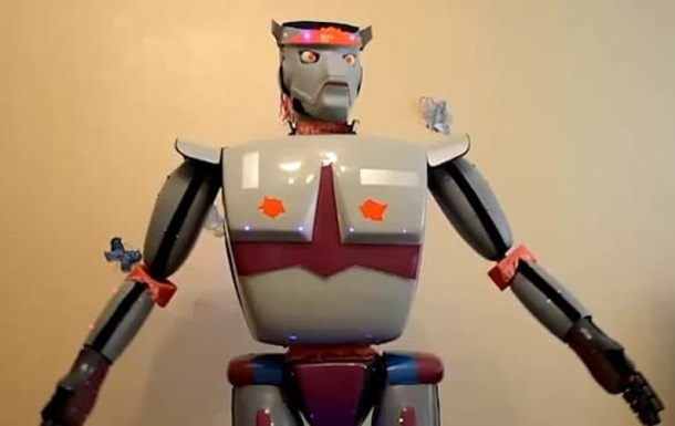 Житель Севастополя создал робота, рассказывающего анекдоты - соцсети
