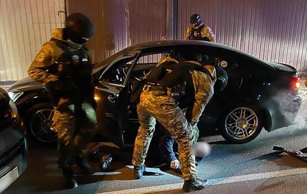 Полиция задержала пятерых наркодилеров