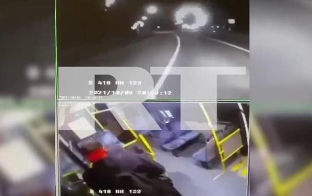Момент ДТП с Собчак попал на камеры наблюдения