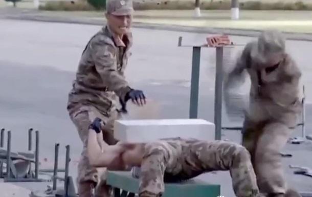 Военные КНДР показали, как ломают головой бетон
