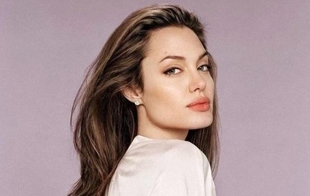 Анджелину Джоли застали на свидании с экс-супругом