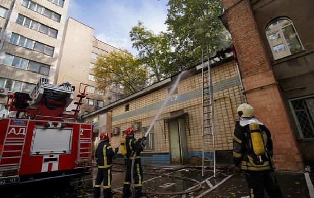 В Киеве эвакуировали людей из-за пожара на территории Института урологии