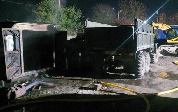 Во Львове три человека стали жертвами пожара на автостоянке