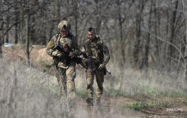 На Донбасі за добу вісім обстрілів, поранений боєць