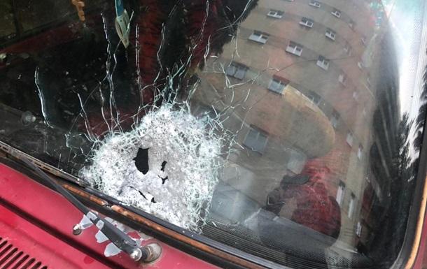 В Черновцах арестовали стрелявшего по автомобилю с людьми мужчину